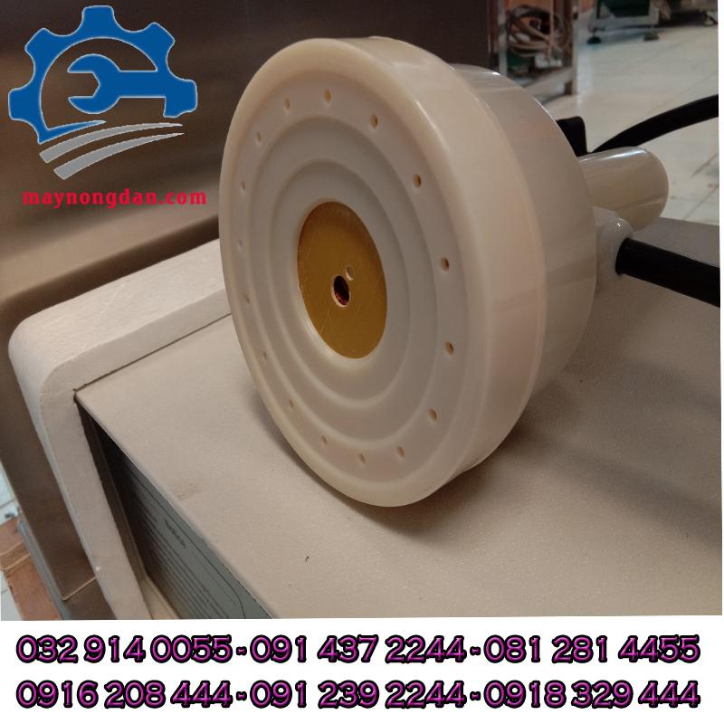 Đường kính của đầu seal màng của máy seal màng nhôm được thiết kế rộng rãidễ đóng sản phẩm